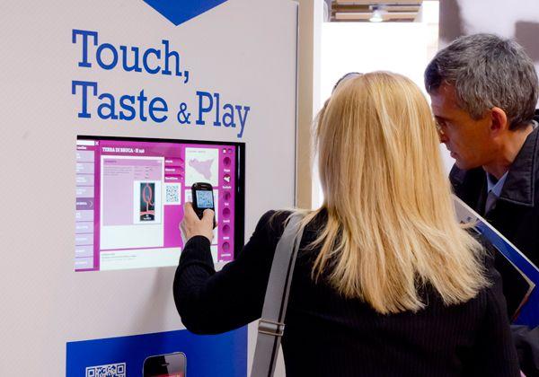 totem touch screen utilizzato al vinitaly 2012